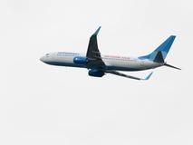 Boeing 737 avec le kvas de Vyatksy d'inscription décolle chez Vnuk Images stock