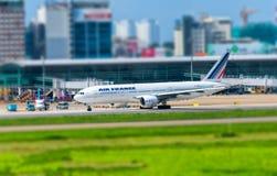 Boeing 777 avions de transport de passagers de ligne aérienne d'Air France prépare pour décoller chez Tan Son Nhat International  image stock