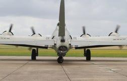 Boeing B-17 flygfästning på ställning på Duxford Royaltyfria Foton