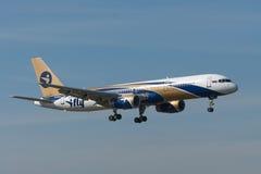 Boeing B757 sprutar ut flygplan Fotografering för Bildbyråer
