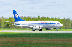 Boeing 737 Belavia flygbolag, flygplats Pulkovo, Ryssland St Petersburg Maj 2017 Arkivbild