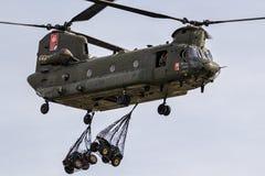 Boeing CH-47 Chinook skurkroll-elevator helikopter Royaltyfri Bild