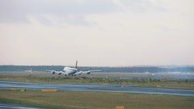 Boeing 747 che frena archivi video