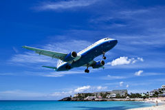 Boeing coming to land in St Martin Stock Images