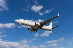 Boeing 737-800 débarquant Image libre de droits