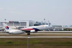 Boeing 737 décollent Photographie stock libre de droits