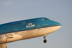 Boeing 777 décollent Photos stock