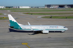 Boeing 737-800 d'American Airlines (aa) peint dans les vieilles couleurs de livrée des lignes aériennes de Piedmond Photographie stock libre de droits