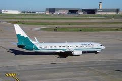 Boeing 737-800 d'American Airlines (aa) peint dans les vieilles couleurs de livrée des lignes aériennes de Piedmond Images stock