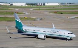 Boeing 737-800 d'American Airlines (aa) peint dans les vieilles couleurs de livrée des lignes aériennes de Piedmond Photographie stock