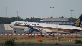Boeing 777 de Singapore Airlines banque de vidéos