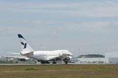 Boeing 747 decola Imagem de Stock Royalty Free