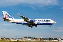Boeing 747 decola da pista de decolagem Fotografia de Stock