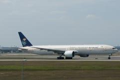 Boeing 777 decolla Fotografia Stock Libera da Diritti