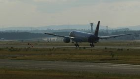 Boeing 777 der Fluglinienlandung Federal Express Fedex lizenzfreie stockfotos