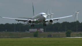 Boeing 737 di atterraggio di linee aeree di Transavia archivi video