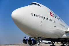 Boeing 747 di Delta Airlines all'aeroporto diBen-Gurion l'israele fotografia stock libera da diritti
