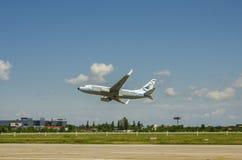 Boeing 737 die opstijgen Stock Afbeeldingen