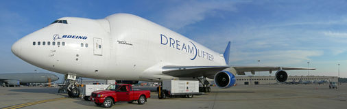 Boeing dreamlifter - μεταφορά 787 Στοκ φωτογραφία με δικαίωμα ελεύθερης χρήσης