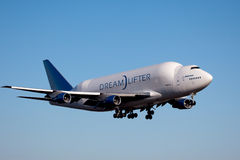 Boeing Dreamlifter i Everett Washington arkivfoton