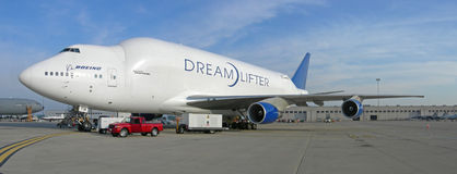 Boeing dreamlifter - Transport 787 Stockfotos