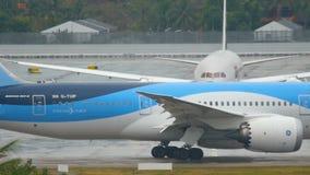 Boeing 787 Dreamliner auf Schutzblech stock footage