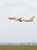 Boeing 787-9 Dreamliner decolla Fotografie Stock