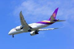 Boeing 787-800 Dreamliner HS-TQA von Thaiairway Lizenzfreie Stockfotos
