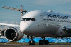 Boeing 787-8 Dreamliner Japan Airlines tar av Arkivbild