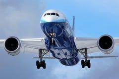 Boeing 787 Dreamliner N787BX landning på Vnukovo internationell ai Fotografering för Bildbyråer
