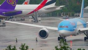 Boeing 787 Dreamliner no avental filme