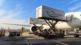 Boeing 777 an Dubai-Flughafen Lizenzfreie Stockfotos