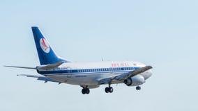 Boeing 737 durante o voo Imagens de Stock