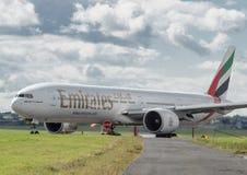 Boeing 777 emiratów Obrazy Stock