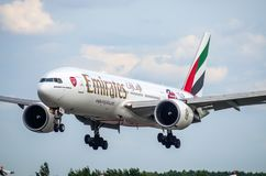Boeing 777-200 emiratarsenal Ryssland St Petersburg Augusti 10, 2017 Royaltyfri Bild