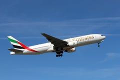 Boeing 777 emirater Arkivfoton