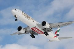 Boeing 777 emirater Royaltyfri Foto