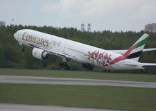 Boeing 777 emirater Arkivfoto