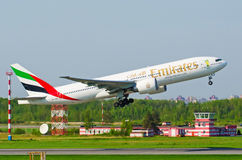 Boeing 777 emirater, flygplats Pulkovo, Ryssland helgon-Peterburg 19 Maj 2014 Arkivfoton