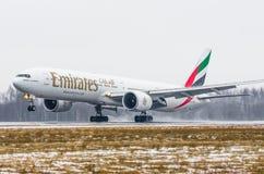 Boeing 777 emirater, flygplats Pulkovo, Ryssland St Petersburg Januari 2017 Arkivbild