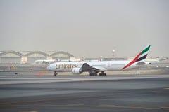 777 boeing emirates Royaltyfria Foton
