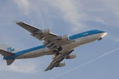 Boeing 747 entfernen gerade sich Stockfotografie