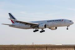 Boeing 777-228ER - 29004, actuado por el aterrizaje de Air France foto de archivo