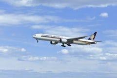 Boeing 777-312ER, 9V-SWG, Singapore Airlines lądowanie w Pekin Zdjęcia Royalty Free