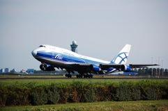 boeing för 747 airbridge last Arkivbilder