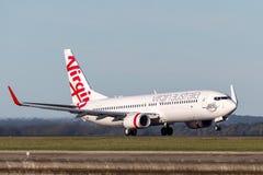 Boeing 737-800 för oskuldAustralien flygbolag som flygplan tar av från Sydney Airport Arkivfoto