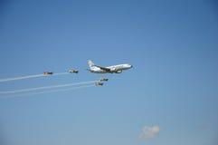 Boeing 737 fiancheggiato in quattro aeroplani Immagini Stock
