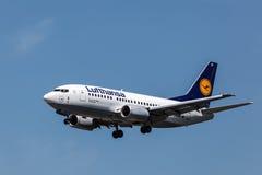Boeing 737-500 flygplan av det Lufthansa flygbolaget Royaltyfria Bilder