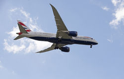 Boeing 787 flying overhead Stock Images