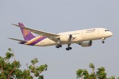 Boeing 787 från thailändska trafikflygplan Royaltyfria Bilder